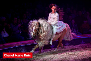 Chanel Marie Knie et ses poneys